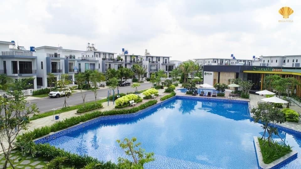 Hồ bơi tràn bờ tiện ích nội khu tiêu chuẩn của Bella Villa